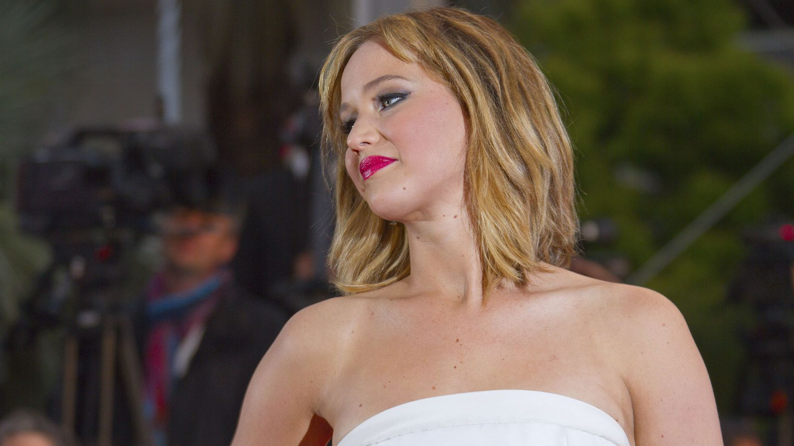 Jennifer Lawrence Says Nude Photo Theft Is A Sex Crime -7594