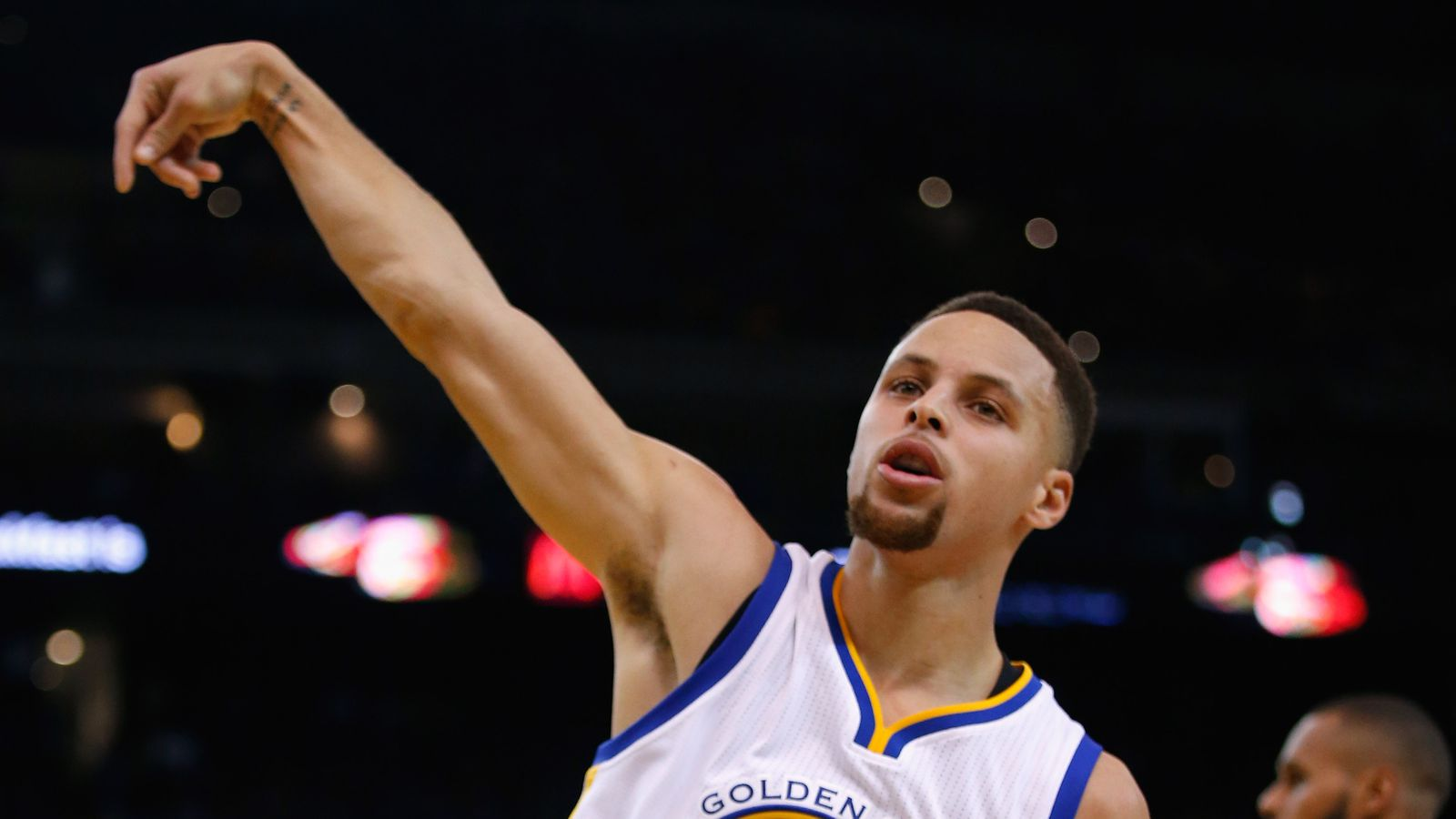 Stephen Curry was on fire and no Spurs defender was safe