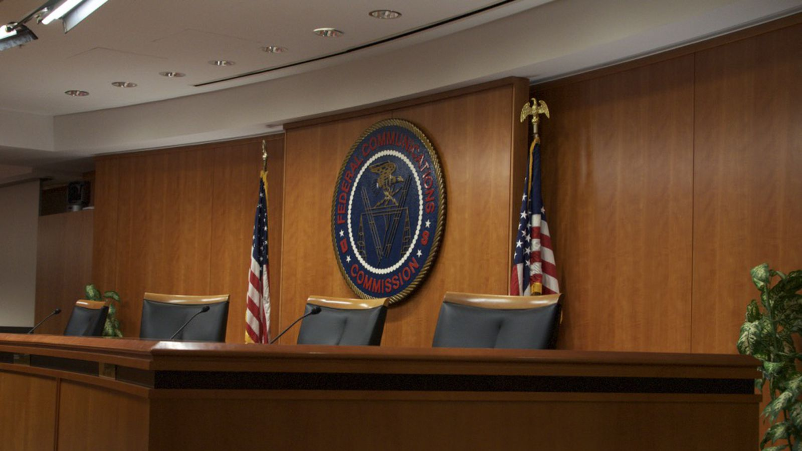 theverge.com - Jacob Kastrenakes - FCC votes to lift net neutrality transparency rules for smaller internet providers