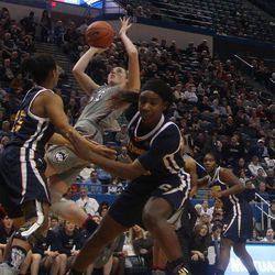 Chattanooga Mocs vs UConn Huskies