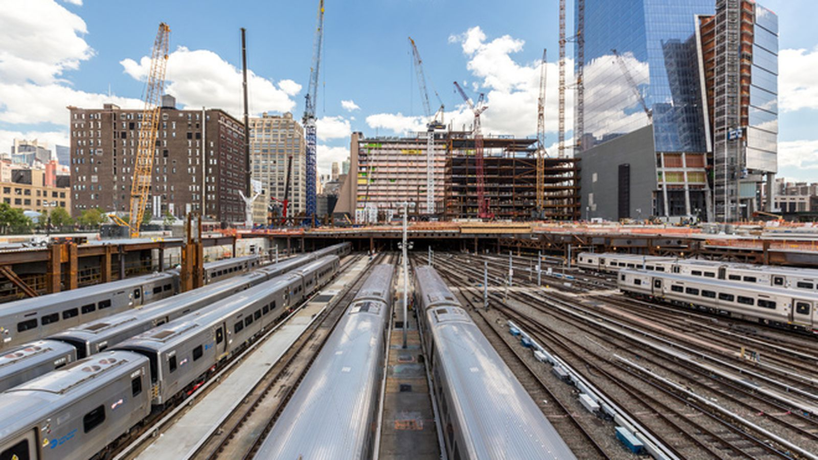 Go inside hudson yards nyc 39 s in progress new neighborhood for How far is hudson ny from nyc
