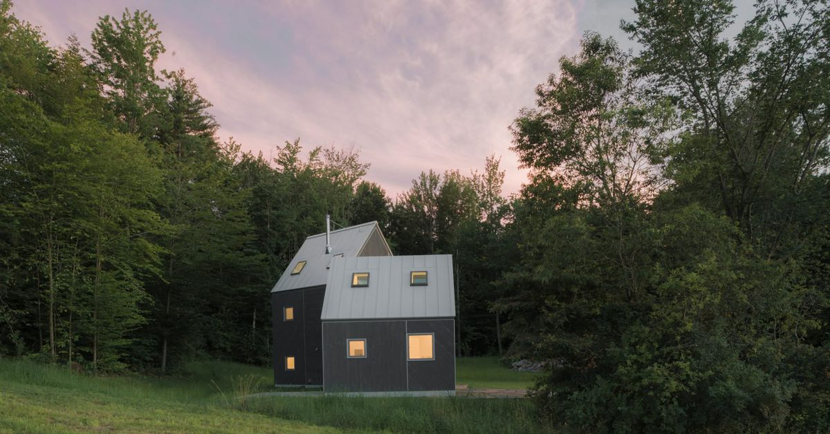 Modern cabin made of two angled volumes rises in vermont for Vermont mountain cabins