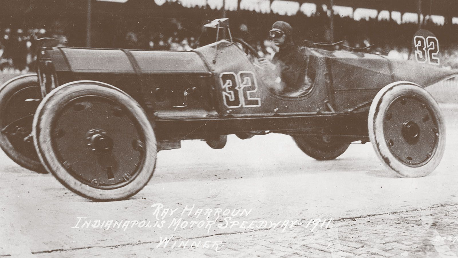 Indy racer ray harroun invented the rearview mirror and for Who invented the mirror