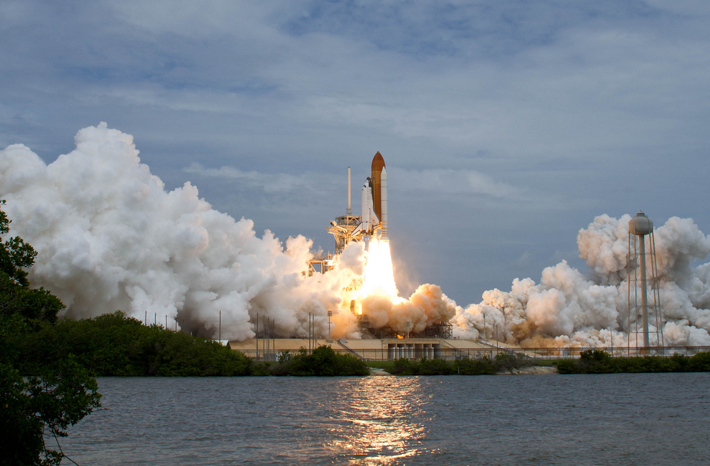 how much does space shuttle atlantis weigh - photo #17
