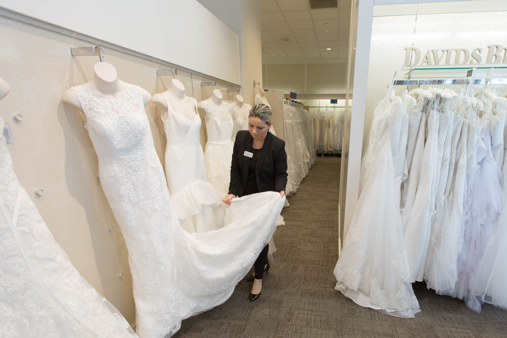 David 39 S Bridal Doesn 39 T Want To Be The Walmart Of Weddings