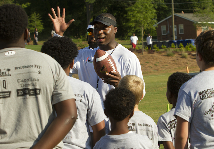 Marcus Lattimore teaching children at his camp ec47b036b