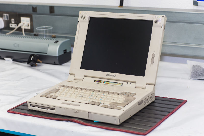 Mclaren Needs A 20 Year Old Compaq Laptop To Maintain Its