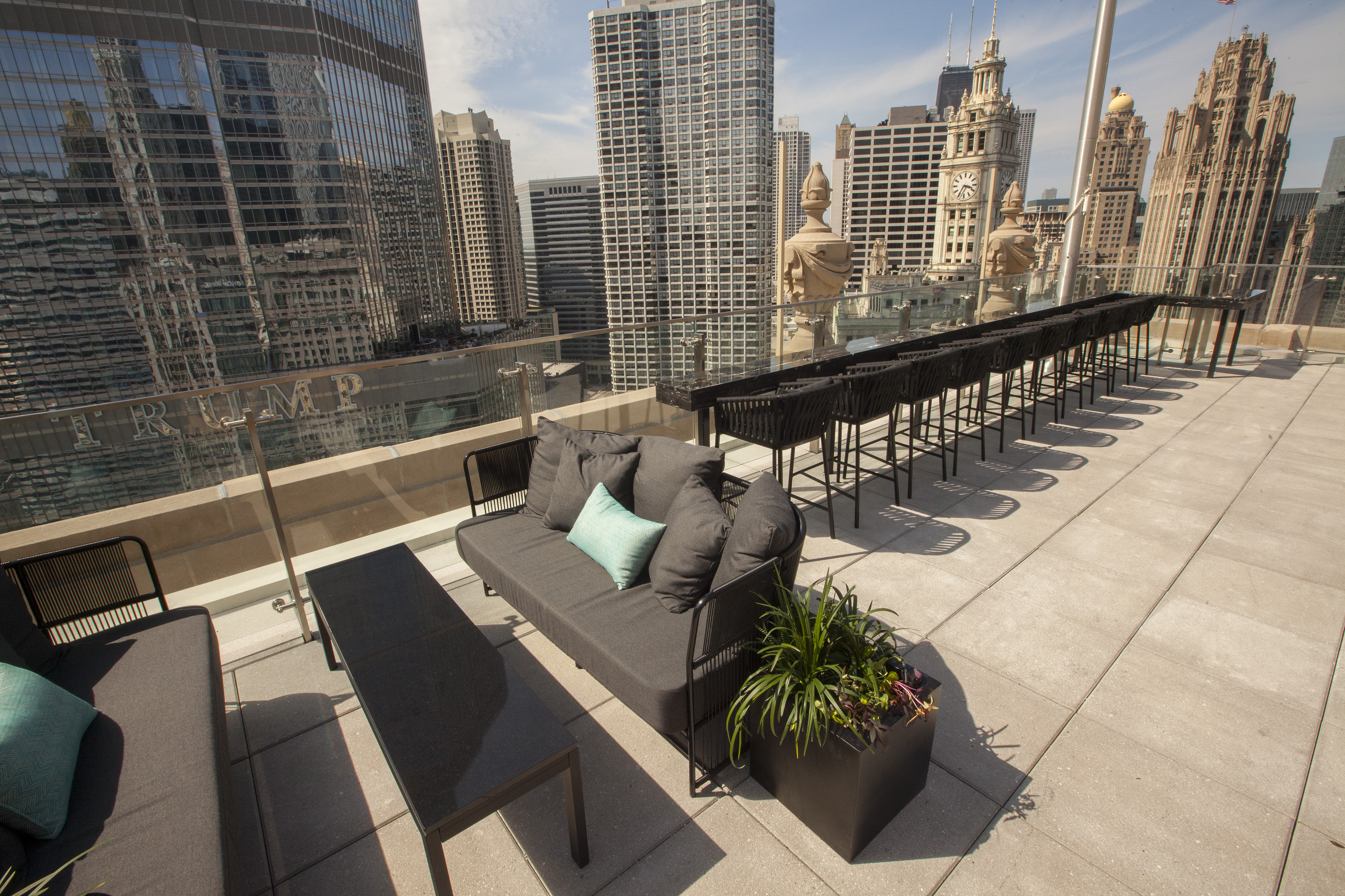 Londonhouse S Terrace Gives Guests Unforgettable Downtown