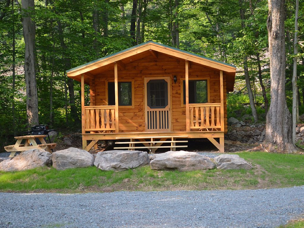 5 tiny cabins you can rent in the poconos this summer for Cabin rentals near philadelphia