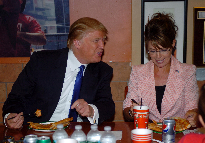 Trump and Sarah Palin eating pizza
