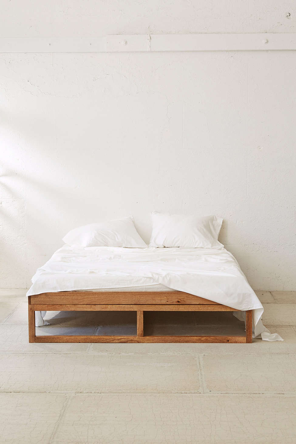 10 best beds under 1 000 curbed - Bett minimalistisch ...