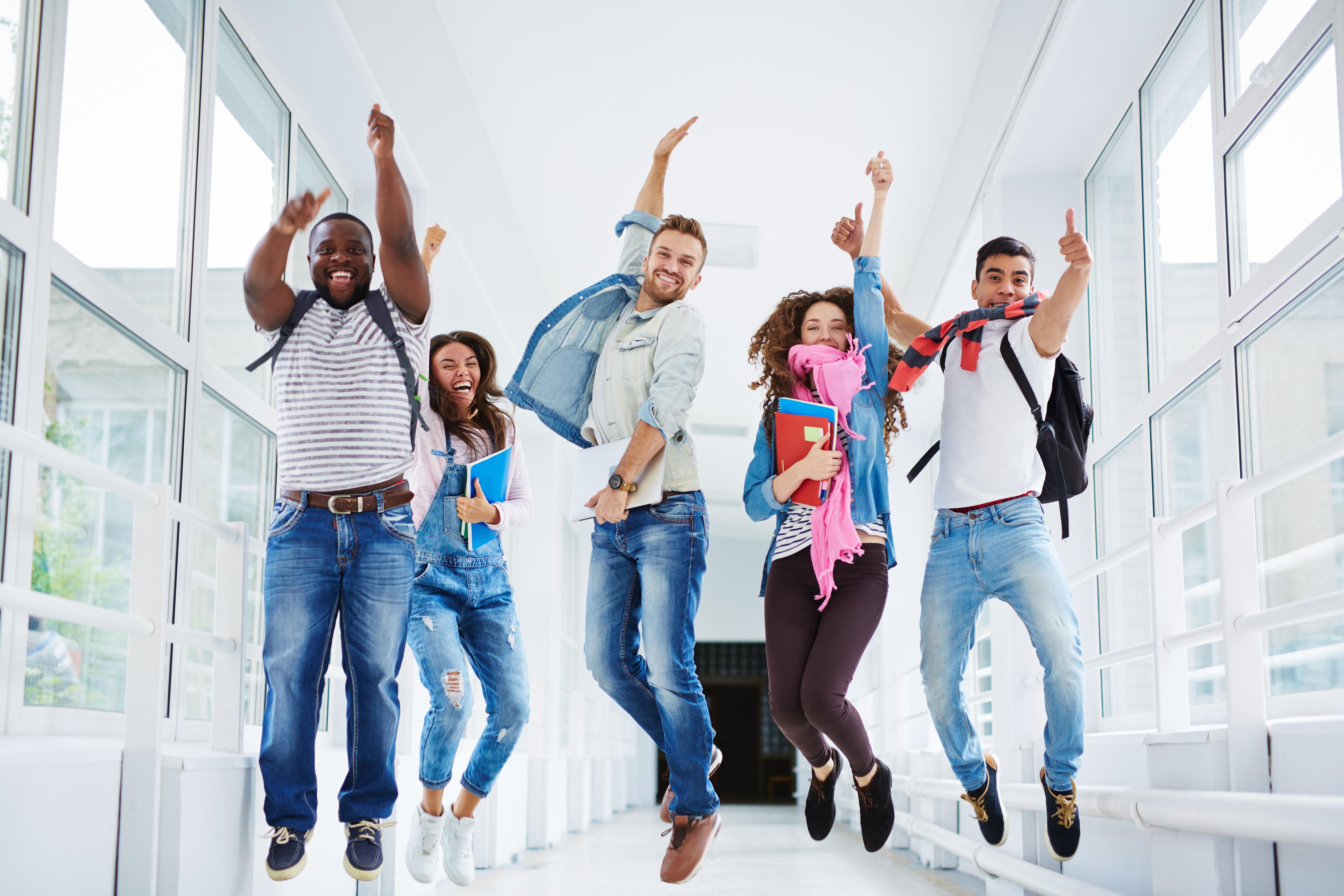 Студентки веселятся после экзамена, Студентки после экзамена » Порно видео онлайн 12 фотография