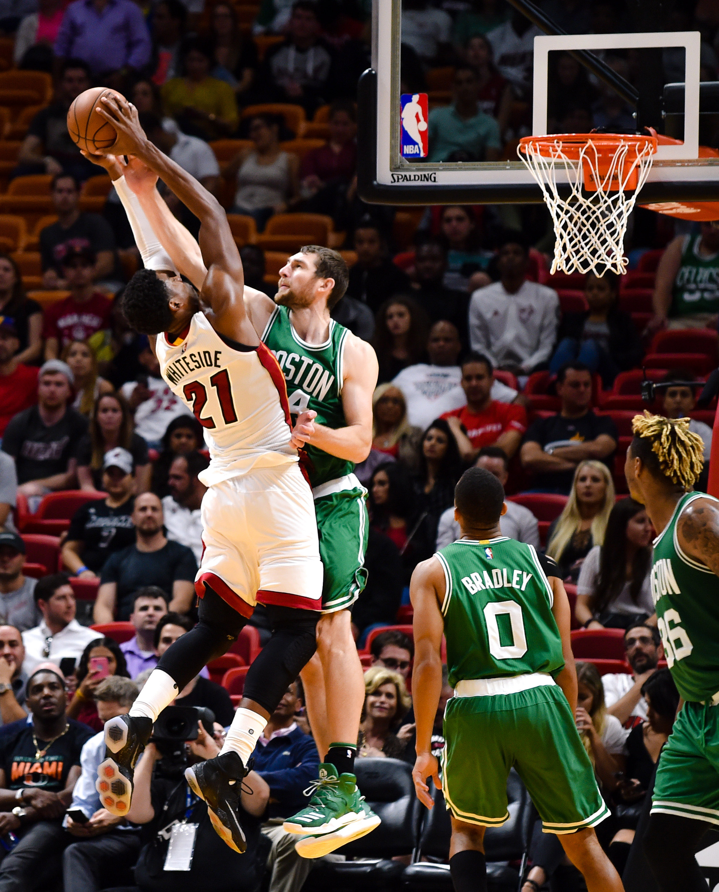 Isaiah Thomas scores 25, Celtics sneak past Heat 112-104