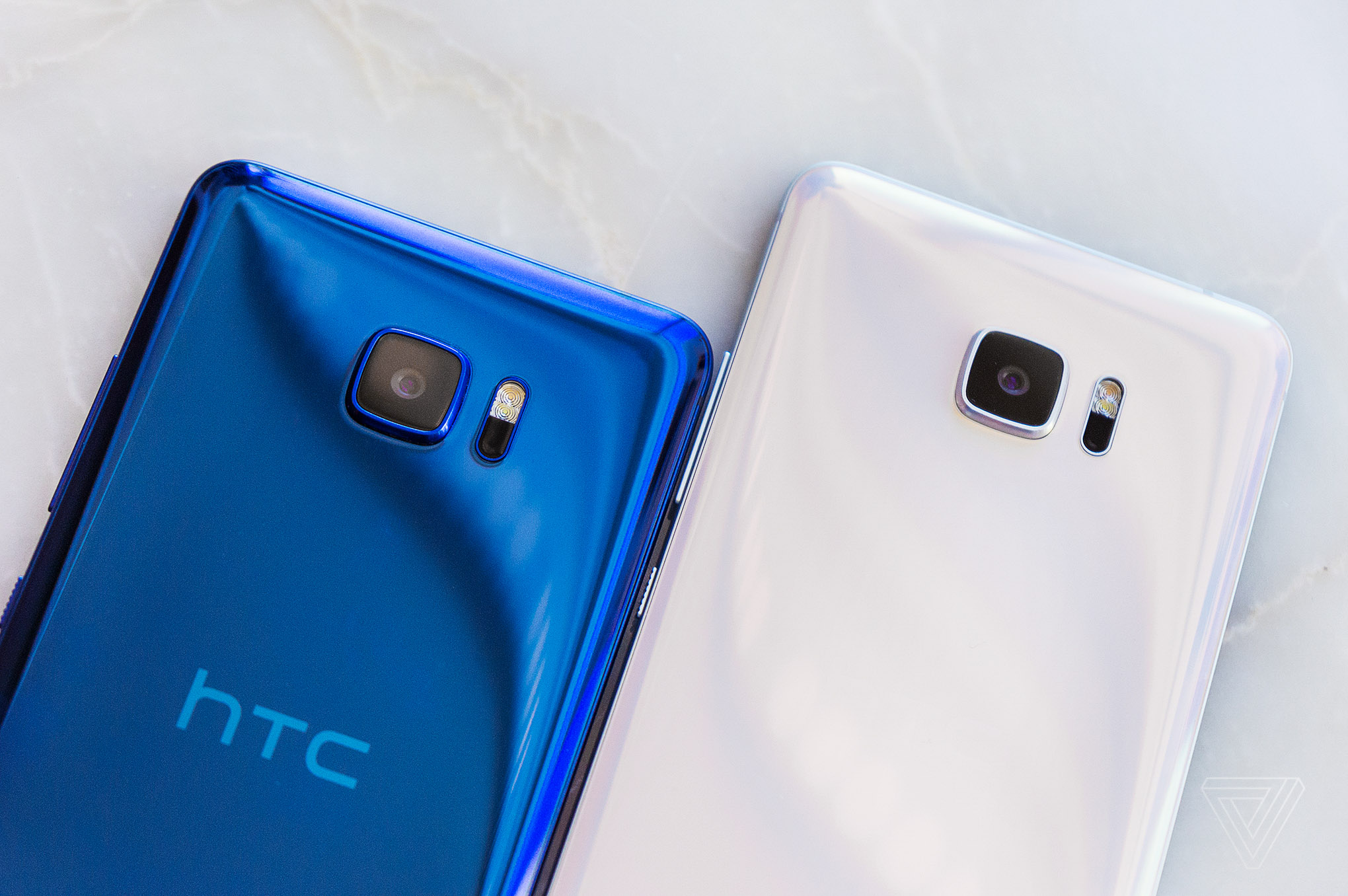 HTC U Ultra in blue and white