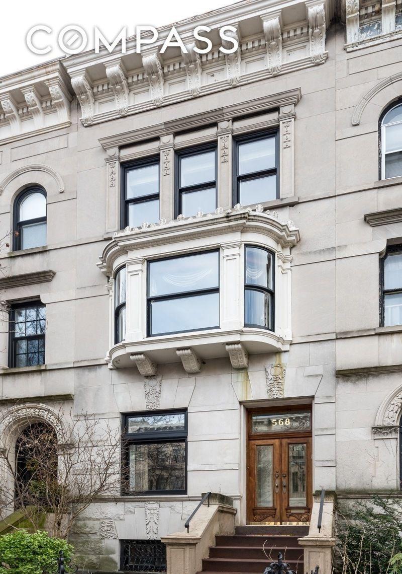 Downtown Brooklyn townhouse hides sleek, modern interiors