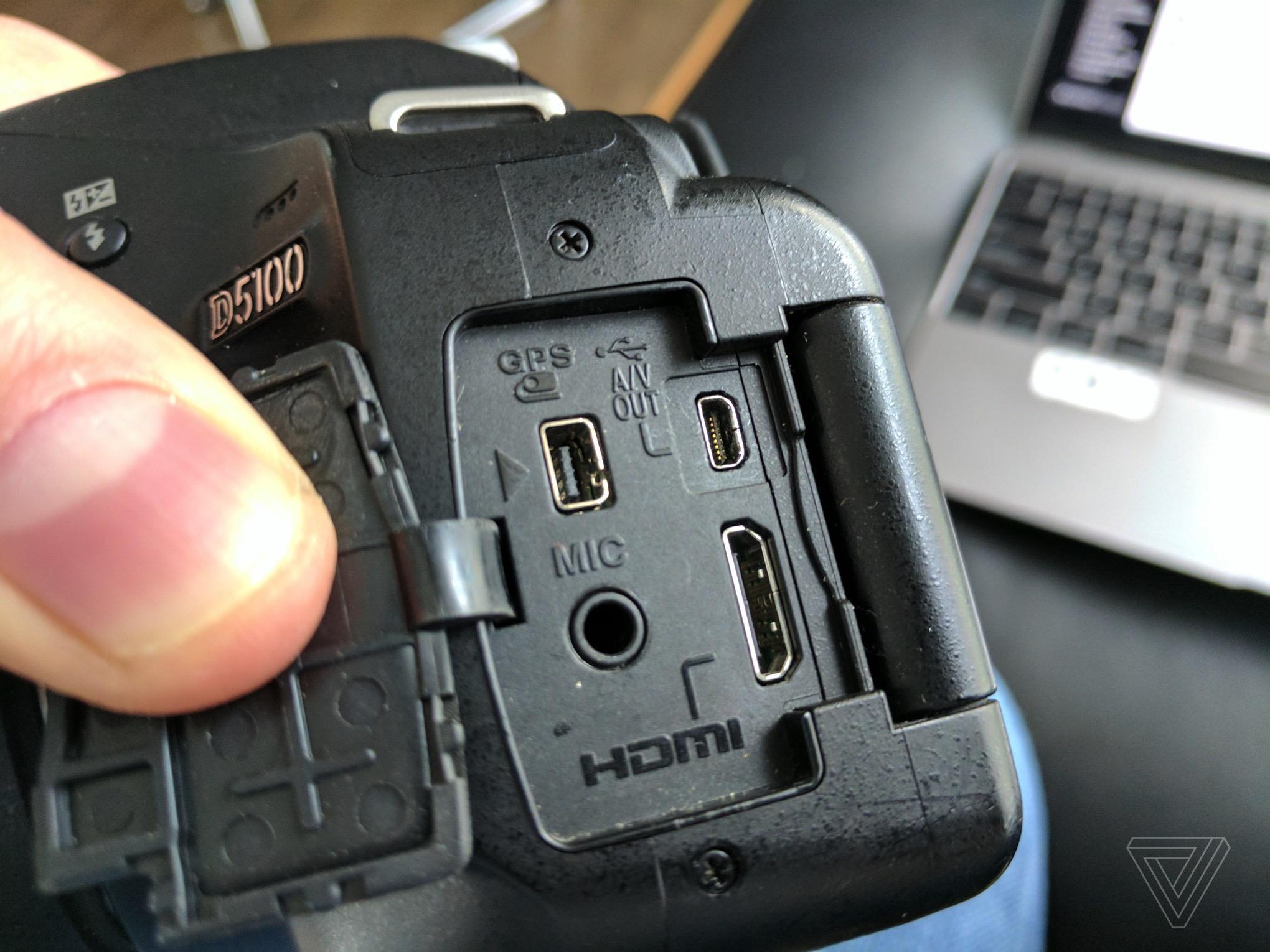 Nikon D5100 connectors