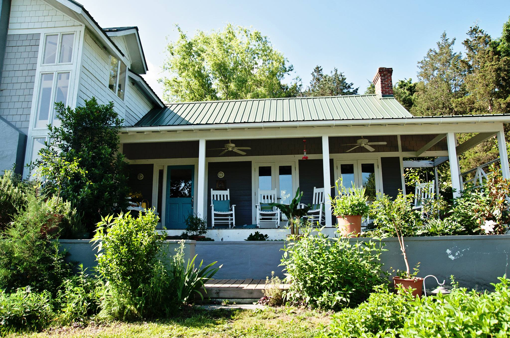 win this sweet organic farm a 200 word essay curbed architect and farm owner norma burns has owned bluebird hill for almost two decades and now she wants to give it away to an organically farming couple in