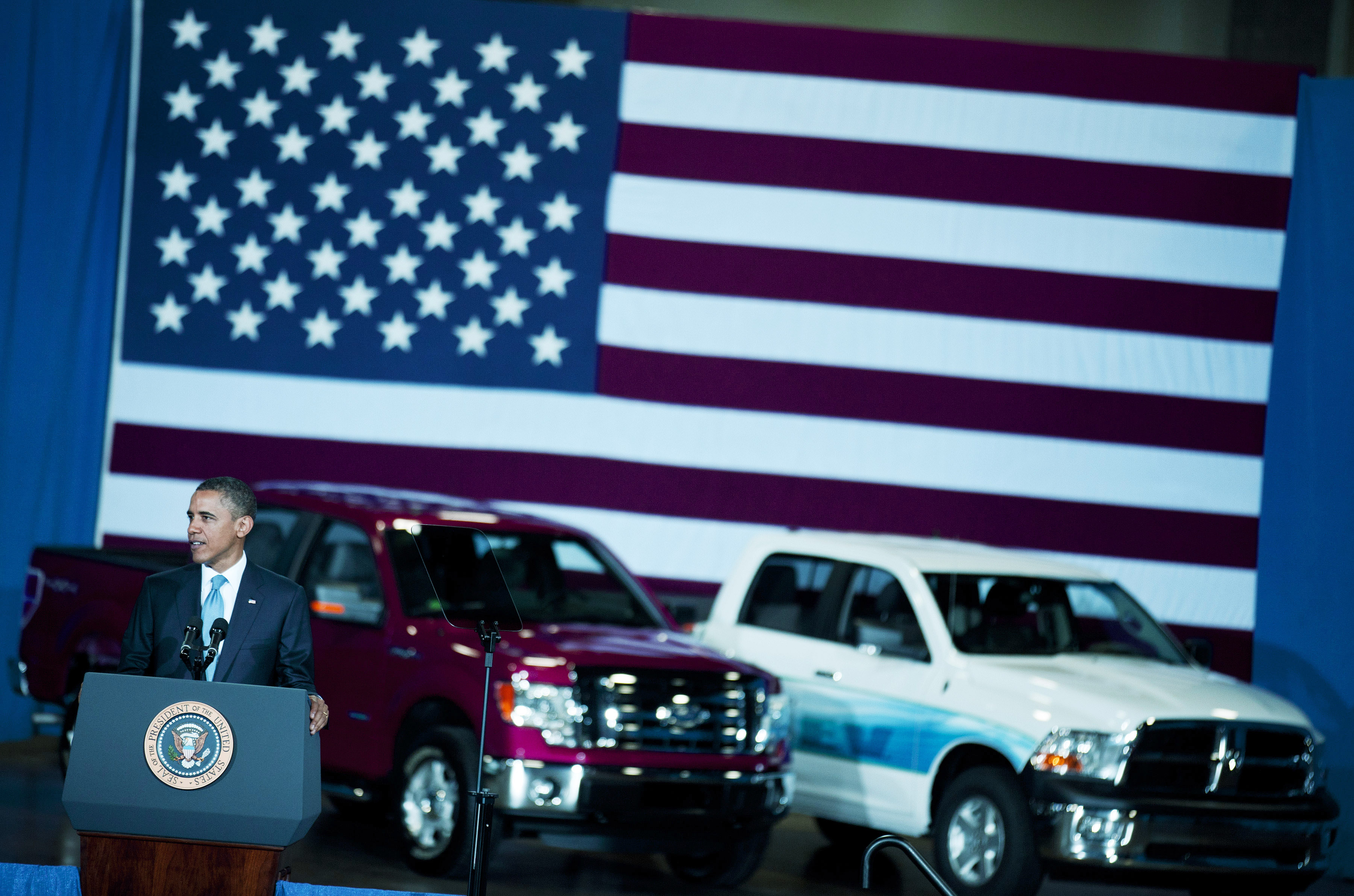 Obama Announces New Automobile Fuel Efficiency Standards