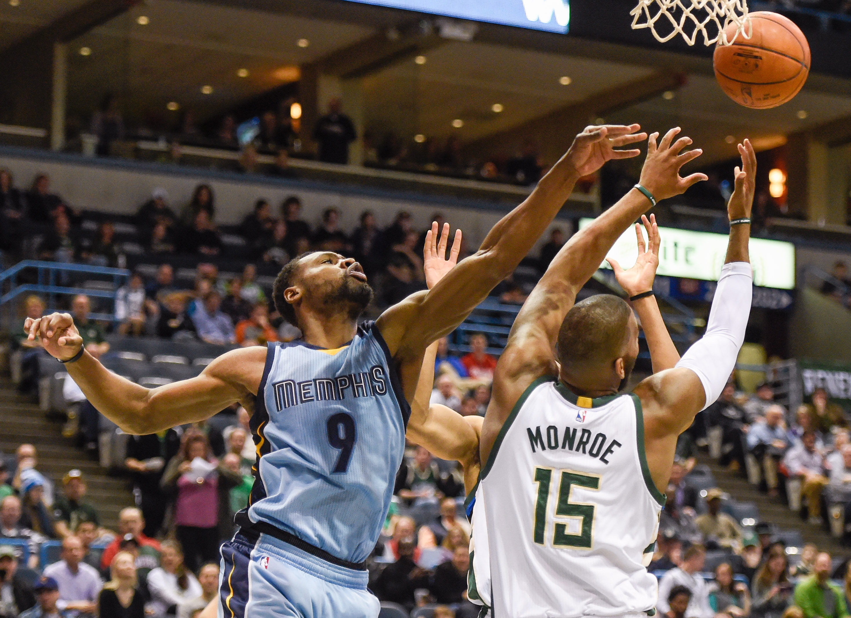 Vince Carter explodes for ideal shooting night against Bucks