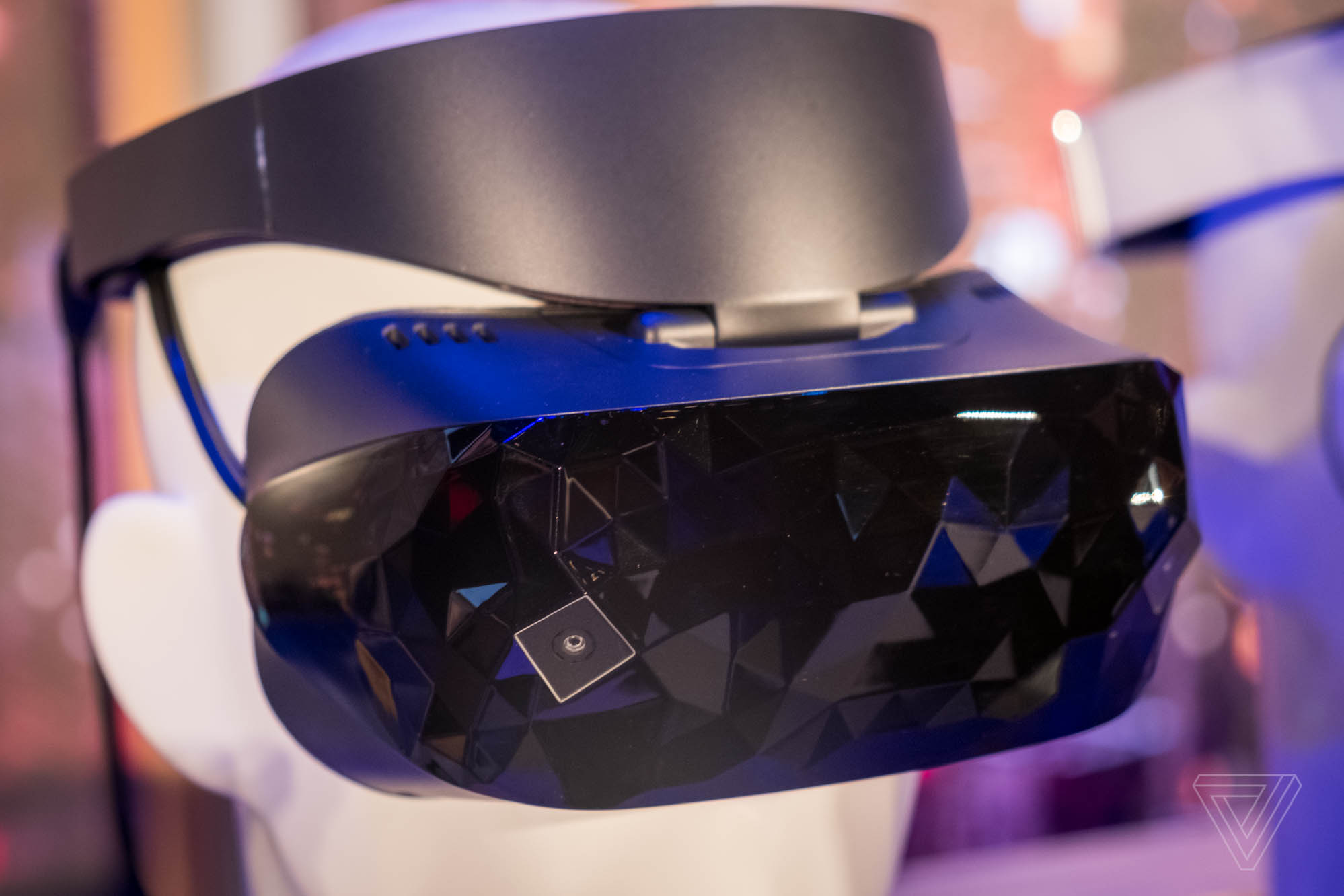 Microsoft Reveals Dell and Asus VR Headset Designs
