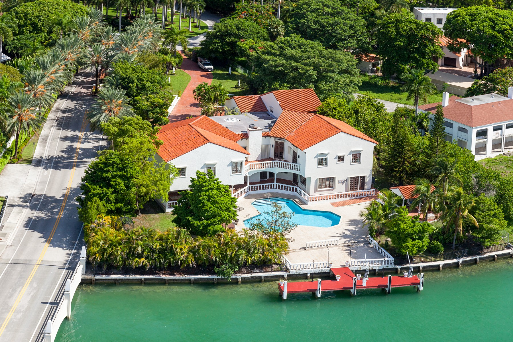 Architect s enchanting home in coconut grove asks 2 2m for Star island miami houses