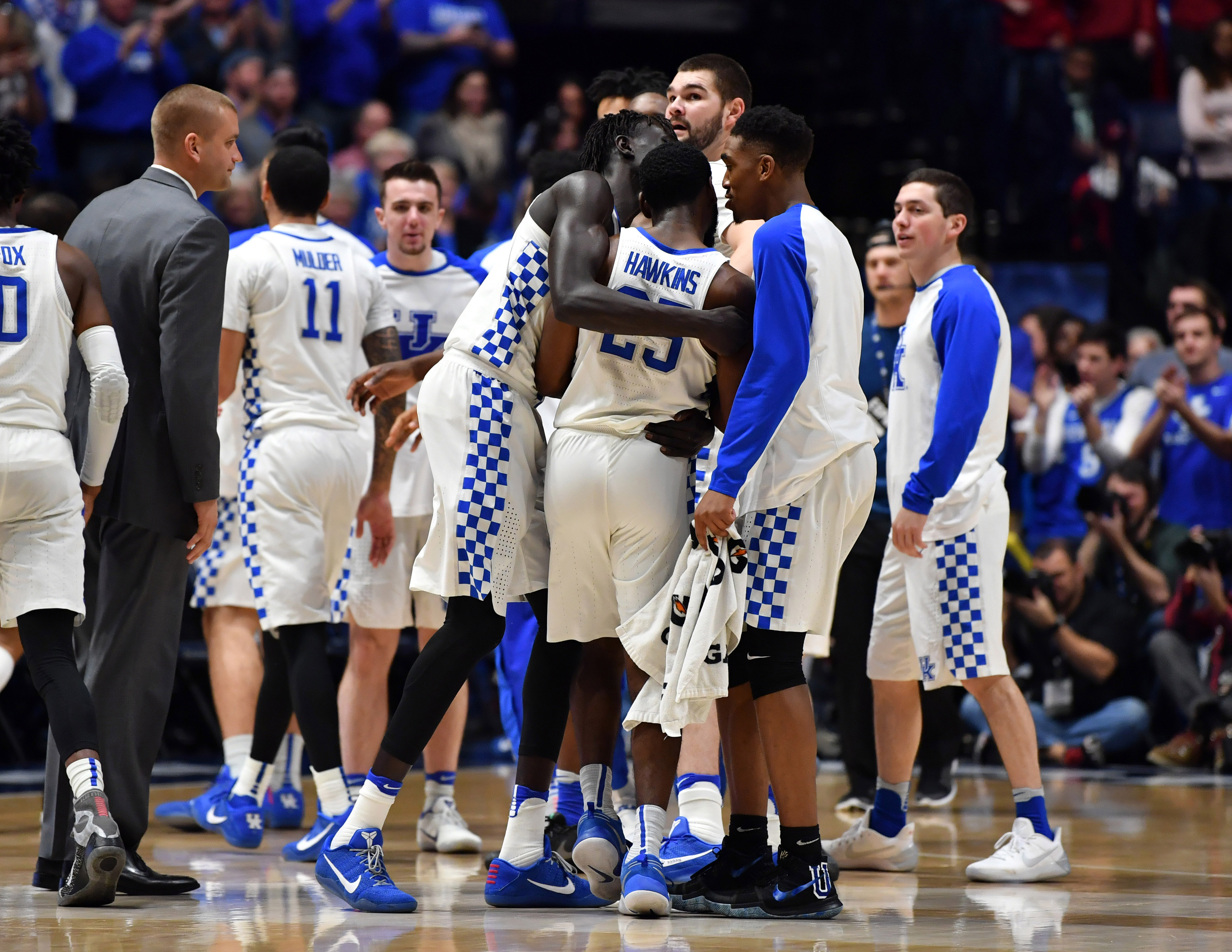 Uk Basketball: Moses Kingsley Ejected For Cheap Shot On De'Aaron Fox